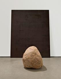 © Lee Ufan, Relatum-silence b, 2008, fotografia GR Christmas, Galeria The Pace NY