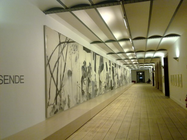 Júlio Resende, exposição Ribeira Negra, 2010. Cortesia da Fundação Júlio Resende.