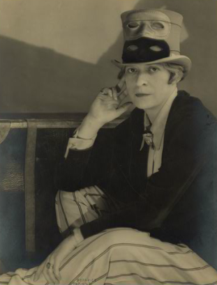 Janet Flanner (1892-1978). Fotografia Berenice Abbott (1898-1991). © Berenice Abbott/ Commerce Graphics, Ltd., Inc.