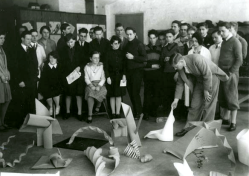 © Otto Umbehr (Umbo, Josef Albers and students in a group critique at the Bauhaus Dessau, 1928-29. The Josef and Anni Albers Foundation. © Phyllis Umbehr/Galerie Kicken Berlin/ DACS 2012