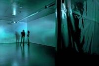 """Mischa Kuball, """"Platon's Mirror,"""" 2011. ZKM, Karlsruhe © Onuk. Cortesia do artista."""