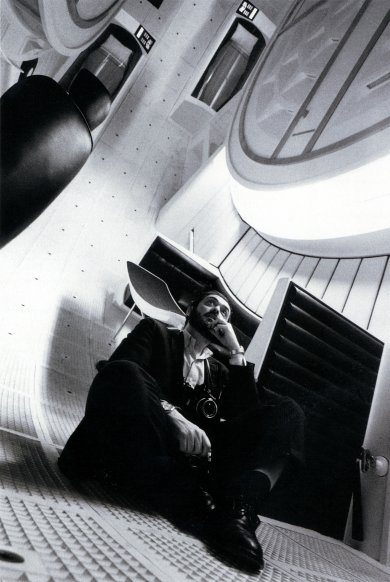 """Image: Stanley Kubrick in the interior of the space ship """"Discovery"""", 2001: A Space Odyssey (2001: A Space Odyssey, GB/United States 1965-68) © Warner Bros. Entertainment."""