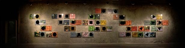 panorâmica da exposição 'faites vos jeux, rien ne va plus' de Pires Vieira na Sala do Veado, © Pires Vieira. Fotografia da exposição José Soveral: This is Now | Making Art Happen, 2013.