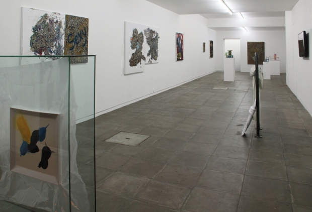 Dan Rees, vista geral da exposição 'Civic Pride' na Galeria Nuno Centeno, Porto, 2013. Cortesia da Galeria Nuno Centeno.