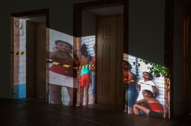 Irit Batsry, YellowLine, em exposição no Carpe Diem-arte e Pesquisa. Cortesia de Carpe Diem-arte e Pesquisa, 2013.