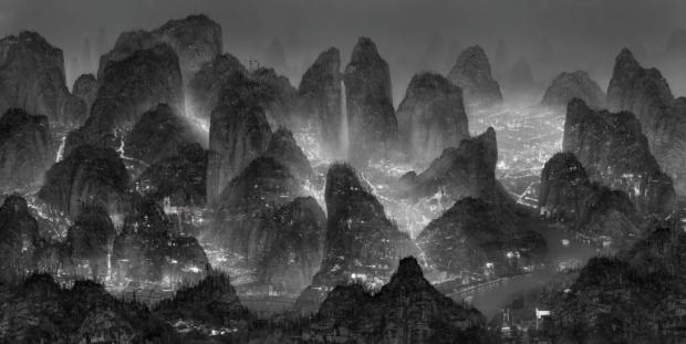 Yang Yongliang, Sleepless Wonderland, 2012, Lightbox, 50 x 300 cm, edição 3 /105 x 210 cm, edição de 7.