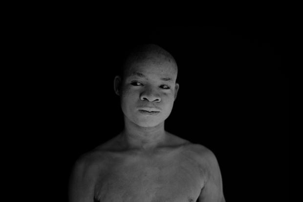 """Mário Macilau, """"Sem Título"""", 2013, da série O Preço do Cimento, 80 x 120 cm, Ed. 1/6 + 2 Provas de autor. Cortesia da Galeria Belo-Galsterer."""