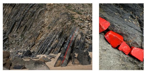 Margarida Dias Coelho, Intervenção na praia da Adraga (Sintra) com pedras da calçada vermelhas - 2011, 30x40 e 30x20