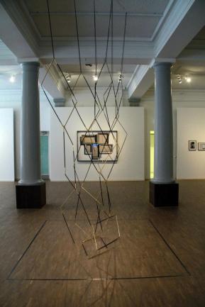 Stef Heidhues, exposição 'Love Triangle', Goethe-Institut e Instituto Cervantes em Estocolmo. Cortesia de Invaliden1 Galerie, 2013.