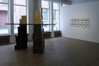 Johan Zetterquist and Sergio Belinchón, exposição 'Love Triangle', Goethe-Institut e Instituto Cervantes em Estocolmo. Cortesia de Invaliden1 Galerie, 2013.