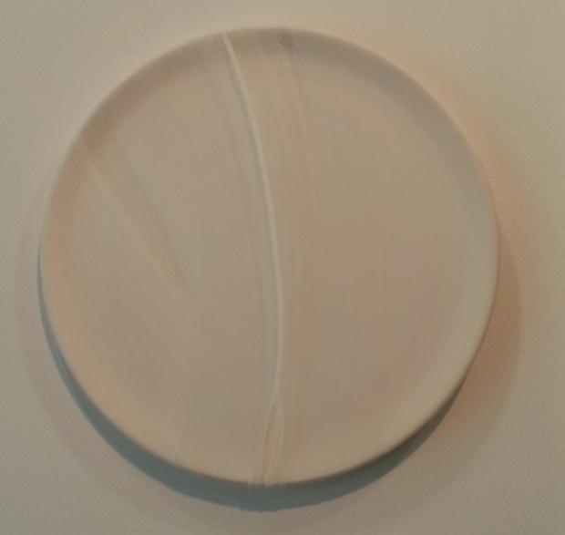 """Juliane Solmsdorf """"Sem Título"""", 2012, da série Biscuit Bodies Chacota com nylon  Aprox. 34,5 cm diâmetro  Ed. Única. Cortesia da Galeria Belo-Galsterer."""