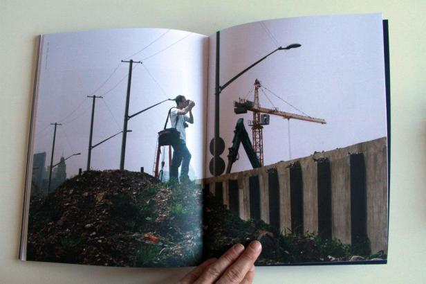 (pormenor) do livro 'As far as I can see' de Rui Calçada Bastos. Cortesia do artista.