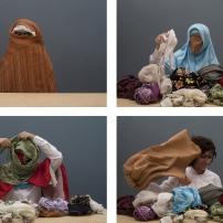 Nilbar Güres (Turquia) Soyunma/ Undressing, 2006, vídeo, cor, som, 6'19''