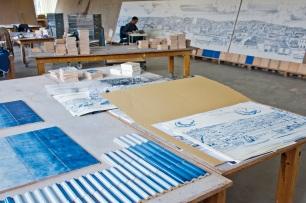 A instalação Grande Panorama de Lisboa (Séc. XXI) em desenvolvimento na Fábrica Cerâmica Viúva Lamego, em Sintra. Fotografia: Bruno Portela. © Unidade Infinita Projectos.