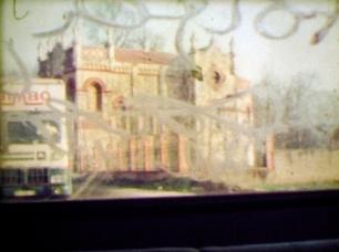 Paulo Romão Brás, The curtain descends, everything ends too soon, too soon, 2009. Duas projecções de vídeo sincronizadas, MiniDV e Super8 transcrito para DVD, PAL, 4:3, cor, s/ som, 4'57''. © Paulo Romão Brás