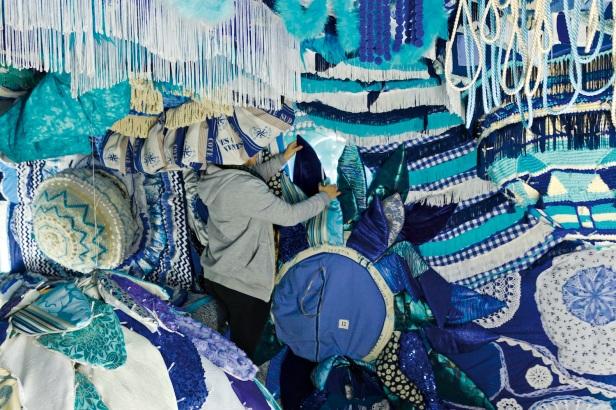Instalação Valkyrie Azulejo em desenvolvimento no interior do cacilheiro Trafaria Praia, no estaleiro Navaltagus, no Seixal. Fotografia: Luís Vasconcelos. © Unidade Infinita Projectos.