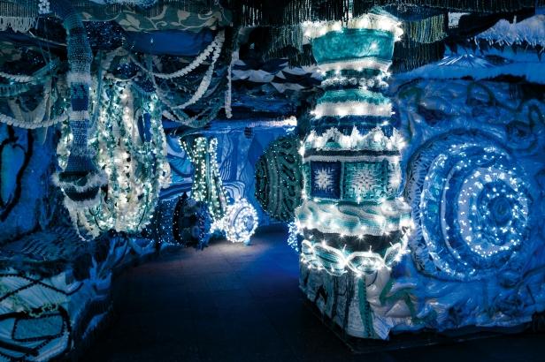 Detalhe da instalação Valkyrie Azulejo no interior do cacilheiro Trafaria Praia, no estaleiro Navaltagus, no Seixal. Fotografia: Luís Vasconcelos. © Unidade Infinita Projectos.