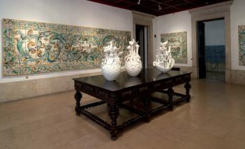 peças de cerâmica de Graça Pereira Coutinho, da exposição 'O Poder do Fazer' no Museu do azulejo em Lisboa.