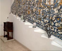 peças de cerâmica de Sofia Castro, da exposição 'O Poder do Fazer' no Museu do azulejo em Lisboa.