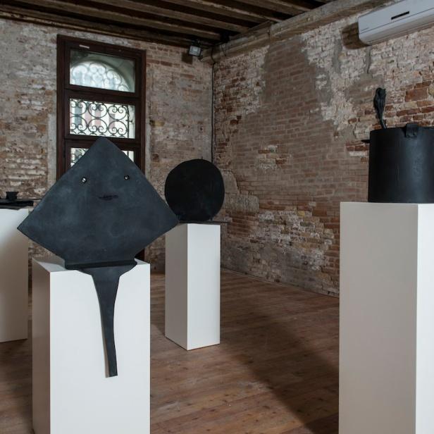 Várias peças de João Maria Gusmão + Pedro Paiva. Future Generation Art Prize, Palazzo Contarini Polignac, Veneza, Itália, 2013. Courtesy PinchukArtCentre. Photo by Sergey Illin.