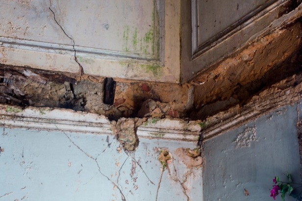 Jordi Burch, Apartamento onde vive a Dª Helena, 74 anos. Largo do Intendente, Lisboa. Cortesia de Kameraphoto.10/12/2012.