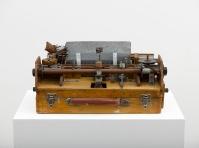 Damián Ortega, Mechanism level: Speech. Complex Mechanism / Self-sufficient, 1991. Homemade typewriter (wood and metal) 9 1/16 x 15 3/4 x 11 13/16 in. (23 x 40 x 30 cm) © Damián Ortega. Photo: Ben Westoby. Courtesy White Cube