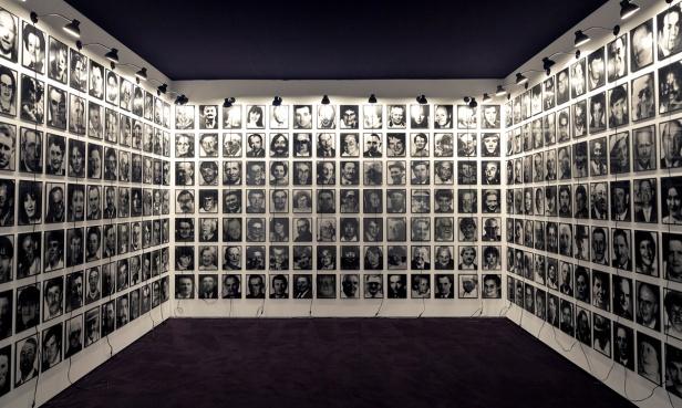 Christian Boltanski, '364 Suisses morts', 1990. Museu Coleção Berardo © SPA, Lisboa. Fotografia / Photography: David Rato. Cortesia Museu Coleção Berardo.