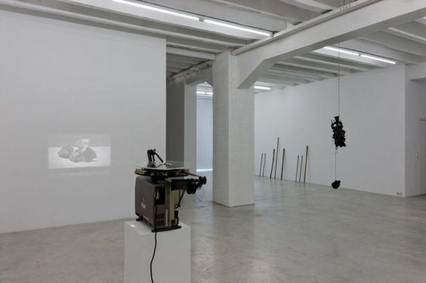 Francisco Tropa, Exhibition view. Photo: Marcus Schneider. Courtesy Galerija Gregor Podnar, Berlin / Ljubljana.