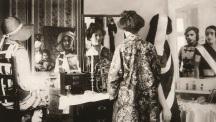 Vivan Sundaram, Bourgeois Family: Mirror Frieze, 2001. Coleção Berardo / The Berardo Collection. Cortesia do artista / Courtesy the artist. Cortesia Museu Coleção Berardo.