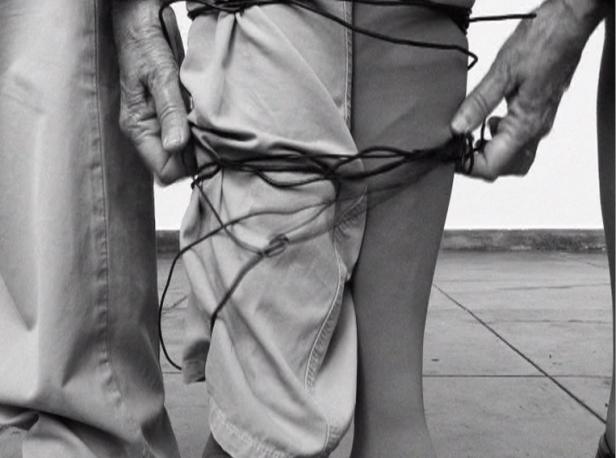 Helena Almeida, Sem título, 2010. Vídeo preto e branco com som, 18'. Cortesia de Bes Arte & Finança.