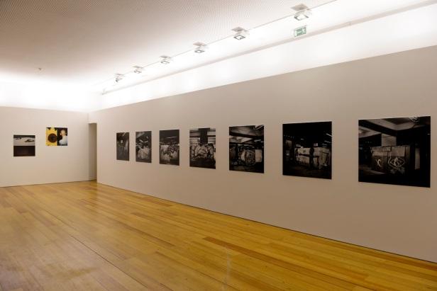 vista da exposição Japão 1997.© António Júlio Duarte. Cortesia de Centro Cultural Vila Flor, Guimarães, 2013.
