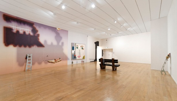 Helen Marten, Mad Particles, Biennale de Lyon 2013.Cortesia da artista e da Biennale de Lyon.