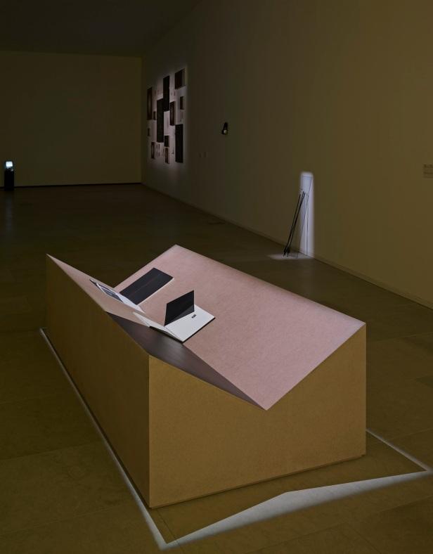 'Lições da Escuridão, Sala 12. Vasco Barata, Os nossos ossos: Ariadne (daydream), 2012. Cortesia Centro Internacional das Artes José de Guimarães, 2013