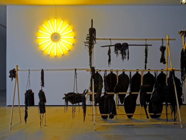 'Lições da Escuridão, Sala 13. Pedro Valdez Cardoso, The Devil's Breath - Parte I (The Master's Plateau), 2013. Cortesia Centro Internacional das Artes José de Guimarães, 2013