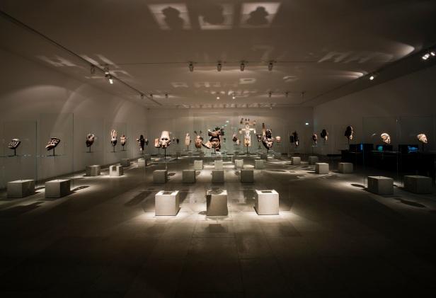 'Lições da Escuridão, Sala 3. As Magias (máscaras da colecção de Arte Tribal Africana de José de Guimarães). Cortesia Centro Internacional das Artes José de Guimarães, 2013