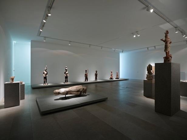 'Lições da Escuridão, Sala 8. Desfigurações (do molde, do negativo, do duplo). Vista geral. Cortesia Centro Internacional das Artes José de Guimarães, 2013