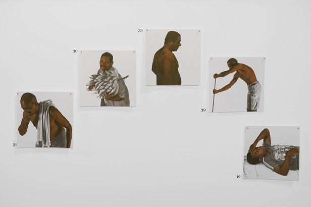Jonathas de Andrade, 40 black candies is R$ 1.00, 2012 - 2013. Biennale de Lyon 2013. Cortesia do artista e da Biennale de Lyon.