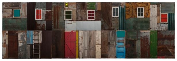 António Ole (1951) Township Wall (XI), 2004. Madeira, chapa de ferro, zinco, portas, janelas, vidro e fibras sintéticas. © DMF, Lisboa. Cortesia Culturgest.