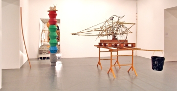 Susanne Themlitz (1966) Oh la la… oh la balançoire/Microcosmos tentacular, 2004. Dimensões variáveis © Susanne Themlitz. Cortesia da artista e Culturgest.
