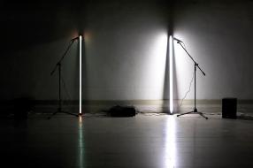 Rui Valério, 'duet' (peça com som e luz) 2002. © Rui Valério. Cortesia do artista.