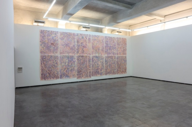 Paulo Brighenti, vista da exposição 'A grande fogueira (com Maria Lino)', Appleton Square, Lisboa. Cortesia do artista e de Appleton Square.