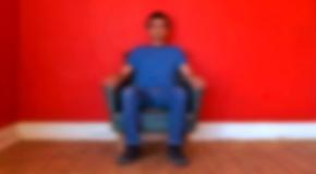 Rui Valério, 'I Am Sitting In A Room', auto-retrato, 2010. vídeo HD, PAL, 16:9, cor, som estéreo, 4'39''. © Rui Valério. Cortesia do artista.