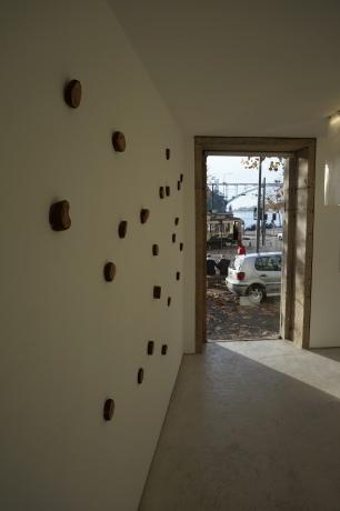Vista da exposição 'Terreno' de Hernâni Reis Baptista e Raquel Moreira, Kubikgallery Porto.