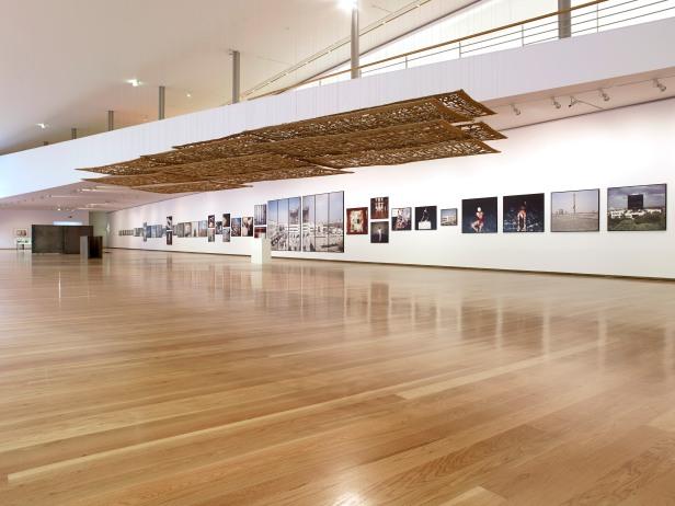 Vista da exposição Habitar(s), Galeria da Biblioteca Almeida Garrett, Porto. 30 de Novembro 2013 a 23 de Fevereiro 2014. Foto: Filipe Braga © Fundação de Serralves.