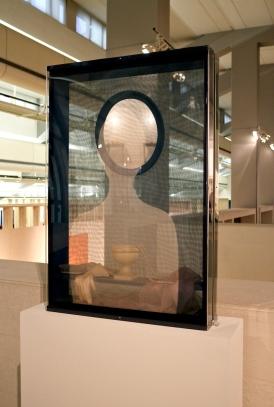 Ana Vieira, Toucador, 1973. (galeria 1). Exposição 'Sob o Signo de Amadeo - Um Século de Arte'. CAM-Fundação Calouste Gulbenkian, 2013-2014.