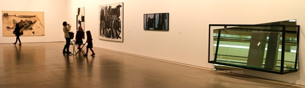 Vista geral (galeria 1) Exposição 'Sob o Signo de Amadeo - Um Século de Arte'. CAM-Fundação Calouste Gulbenkian, 2013-2014.