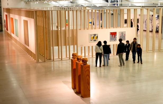 Vista geral (nave) Exposição 'Sob o Signo de Amadeo - Um Século de Arte'. CAM-Fundação Calouste Gulbenkian, 2013-2014.