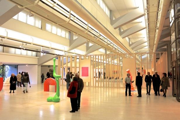 (nave) Vista geral da Exposição 'Sob o Signo de Amadeo - Um Século de Arte'. CAM-Fundação Calouste Gulbenkian, 2013-2014.
