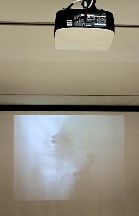 Helena Almeida, Ouve-me, 1979. (Nave) Exposição 'Sob o Signo de Amadeo - Um Século de Arte'. CAM-Fundação Calouste Gulbenkian, 2013-2014.