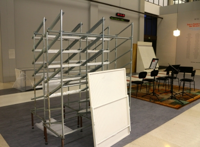 Instalação de Carlos No, (hall). Exposição 'Sob o Signo de Amadeo - Um Século de Arte'. CAM-Fundação Calouste Gulbenkian, 2013-2014.